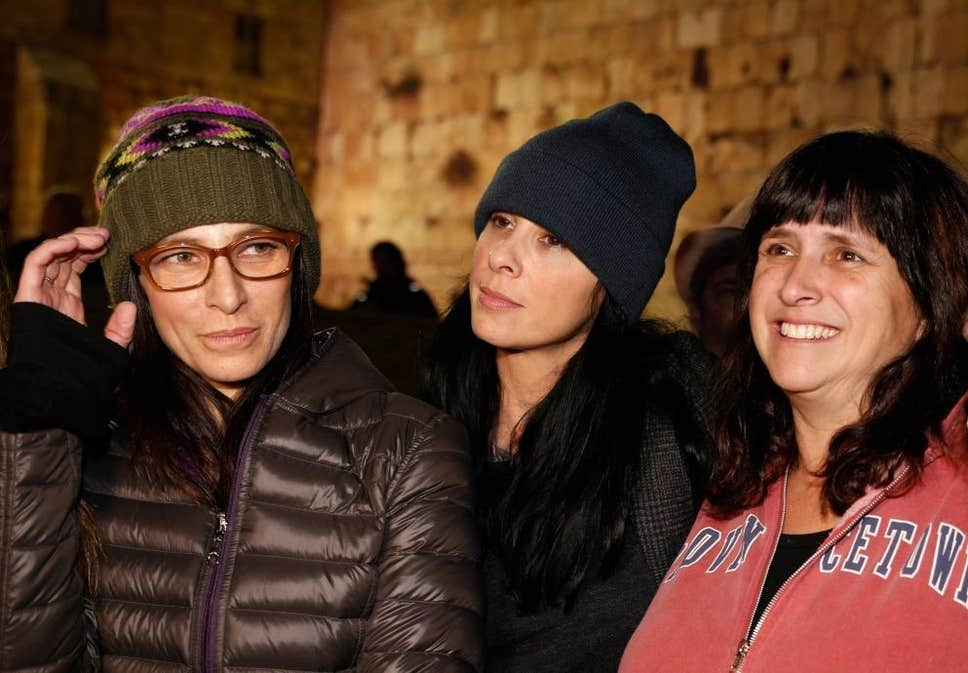 Rabbi Susan Silverman (right) along with her sister Sarah Silverman (center) and Laura Silverman (left) at Jerusalem's Western Wall  ( Ricki Rosen/Corbis )